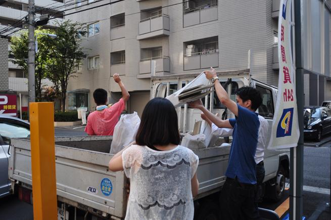 ゴミはトラックで運ぶよ