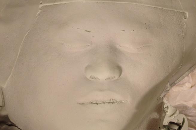 この顔、どこかで見た事が……あ、葬式だ。