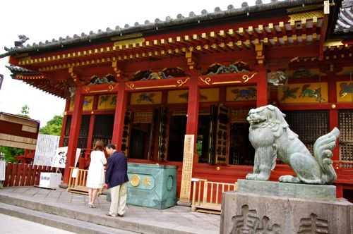 浅草寺のお隣に佇む三社様。浅草...