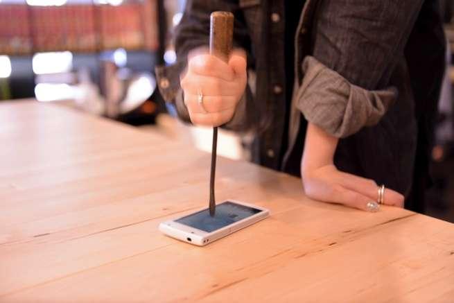 何の罪もないスマートフォンが可哀想だわ…