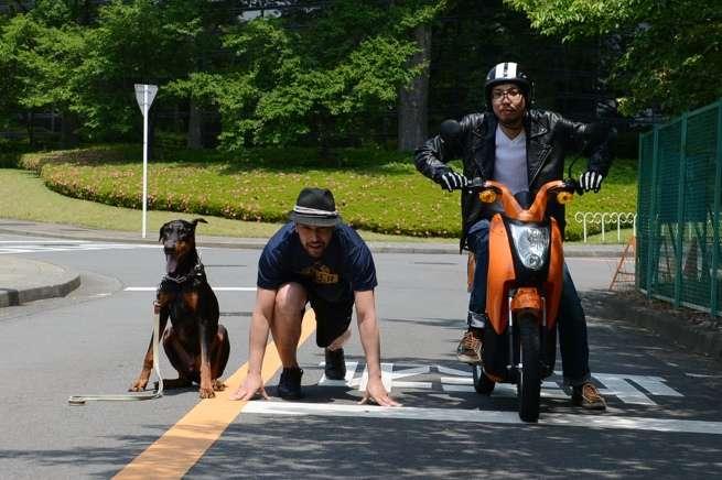私有地なので犬も一緒に走るよ。