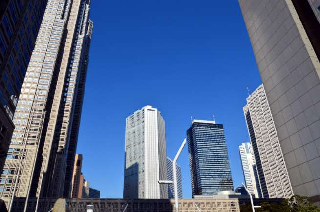 三角構図の例:高層ビル群の写真