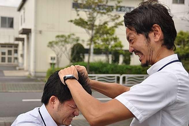 右が松川さん。左がやられている人です。