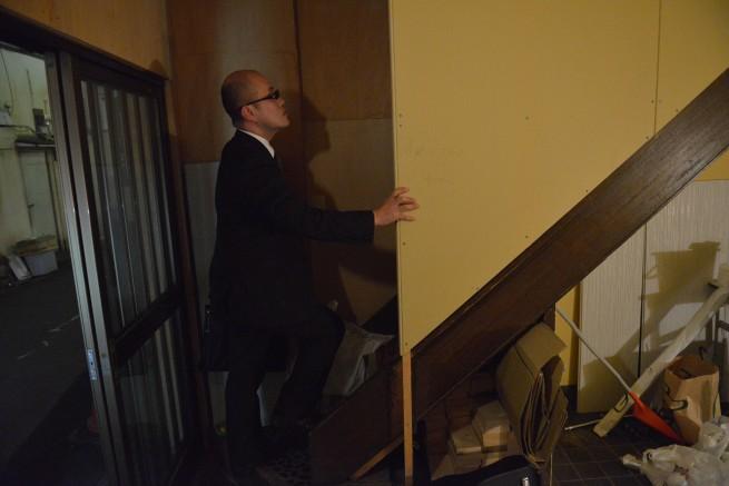 ヨシキ、階段を登るの巻