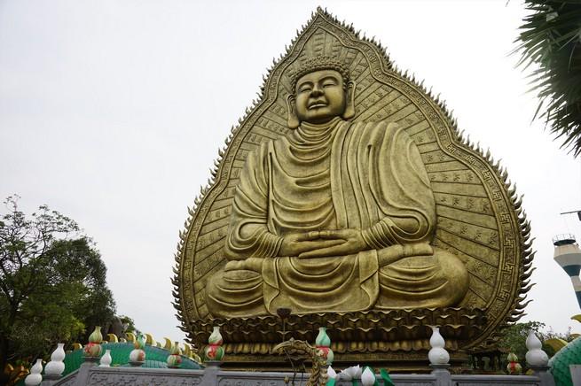 デカすぎる仏像2