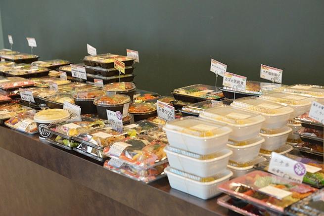 安くて美味しい弁当が毎日、並ぶよ。