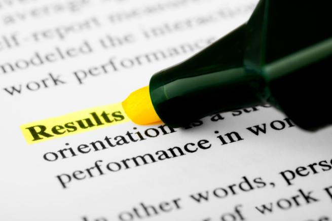 マーカーを引いて「Results」という文字を強調している画像