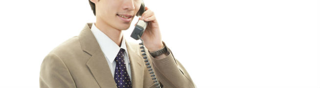 電話をしている男性の写真