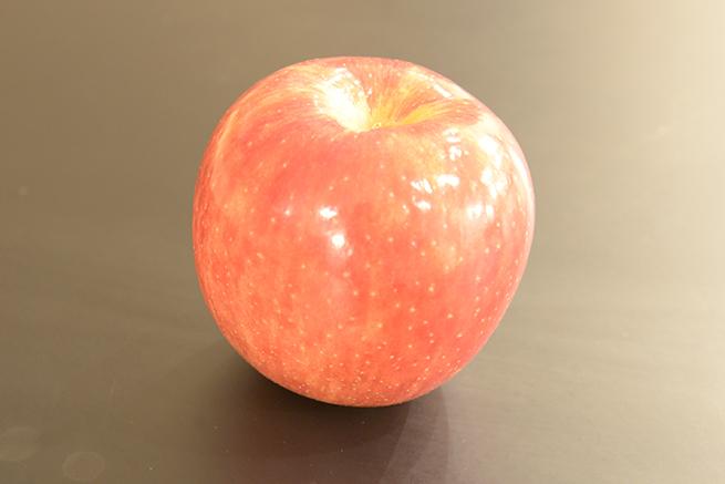 ISO感度1600で撮影したりんごの写真