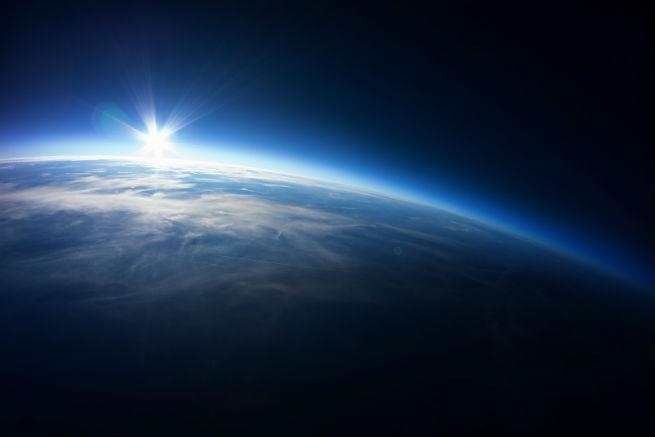 Fotolia_58390625_地球- 20km above ground_655*437