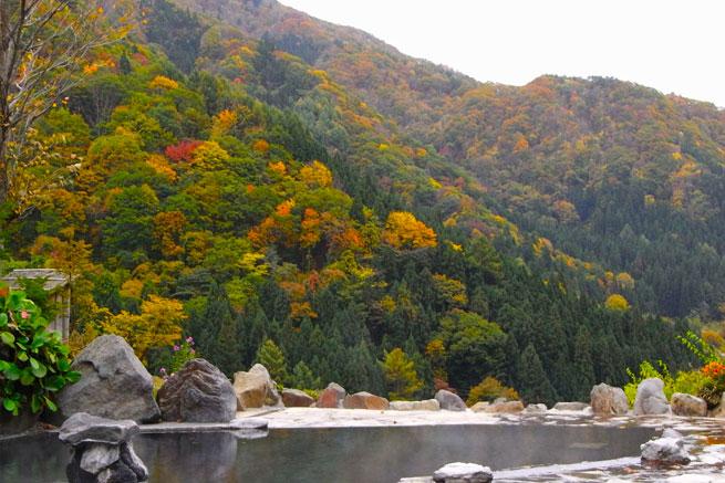 馬曲温泉の露天風呂の写真