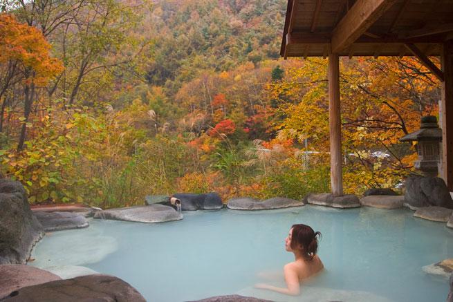信州高山の露天風呂の写真