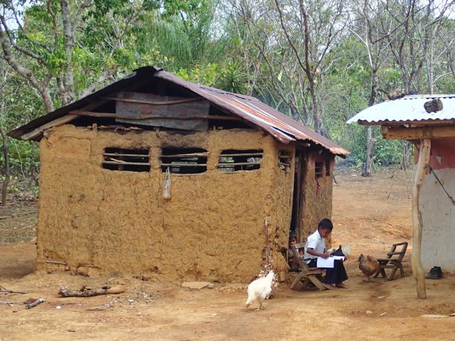 パナマ:ネットも電気も水道もない村