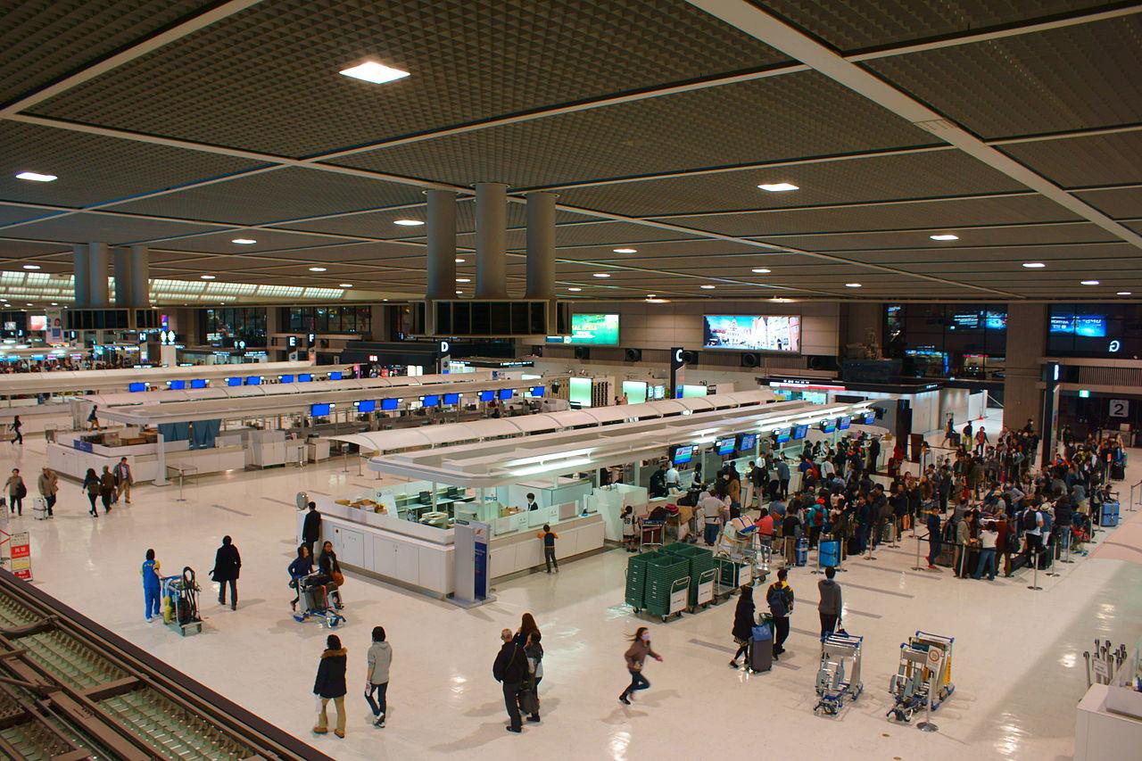 Departure_lobby_of_Tokyo-Narita_Airport_Terminal_2