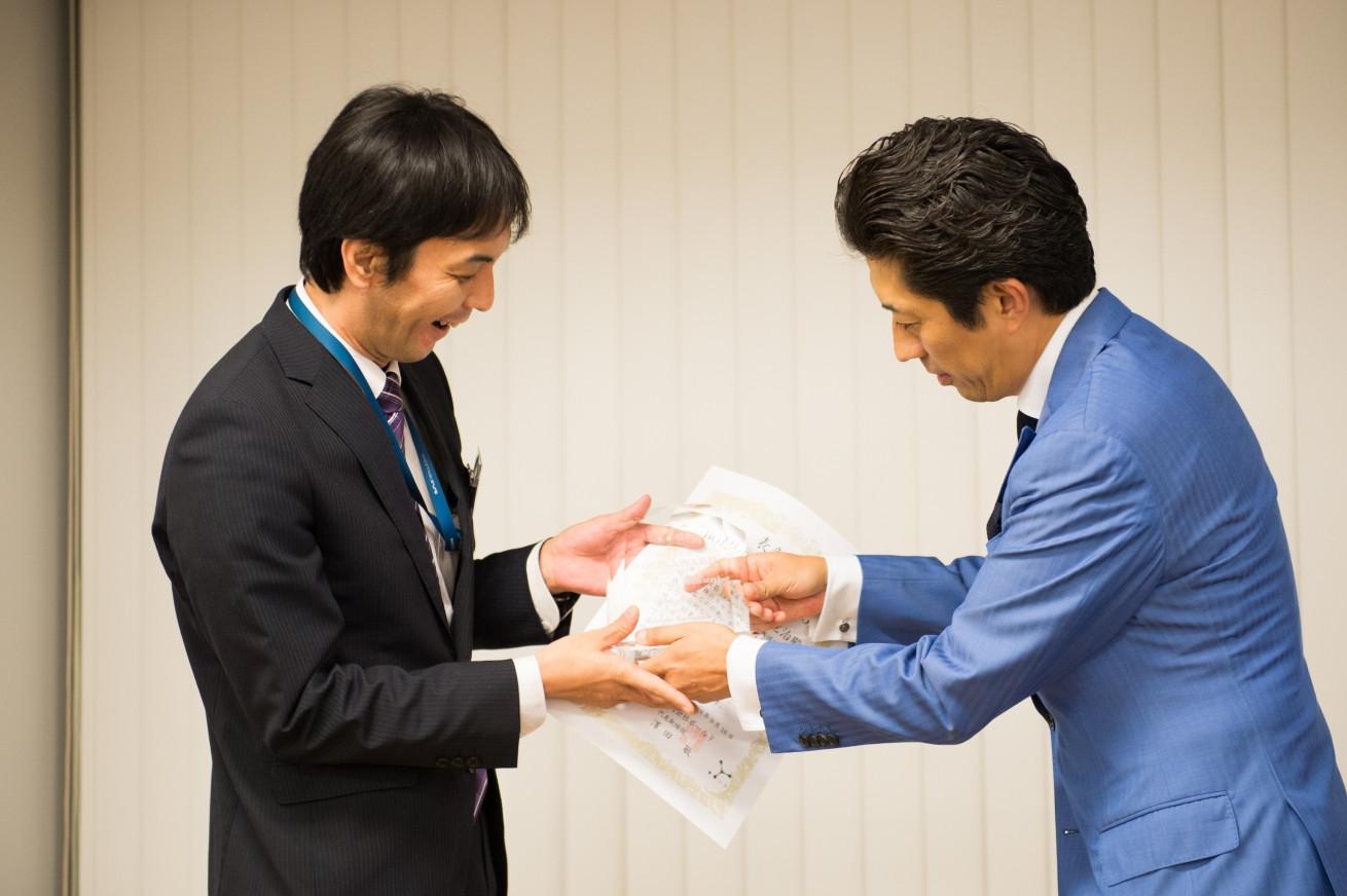 澤田社長自ら年間MVPを表彰する「BOLD AWARD」