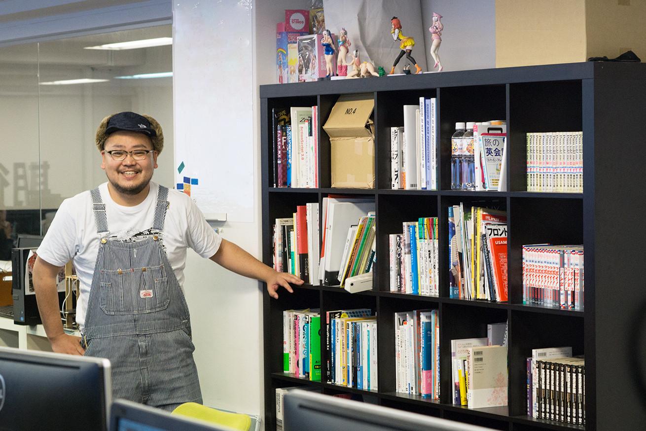 執務室の本棚とパーヤン