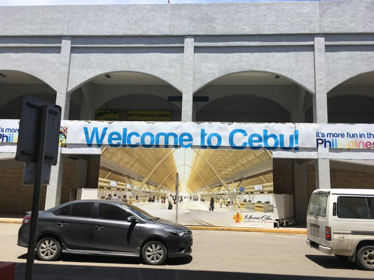 セブのマクタン空港の送迎ロータリーの画像