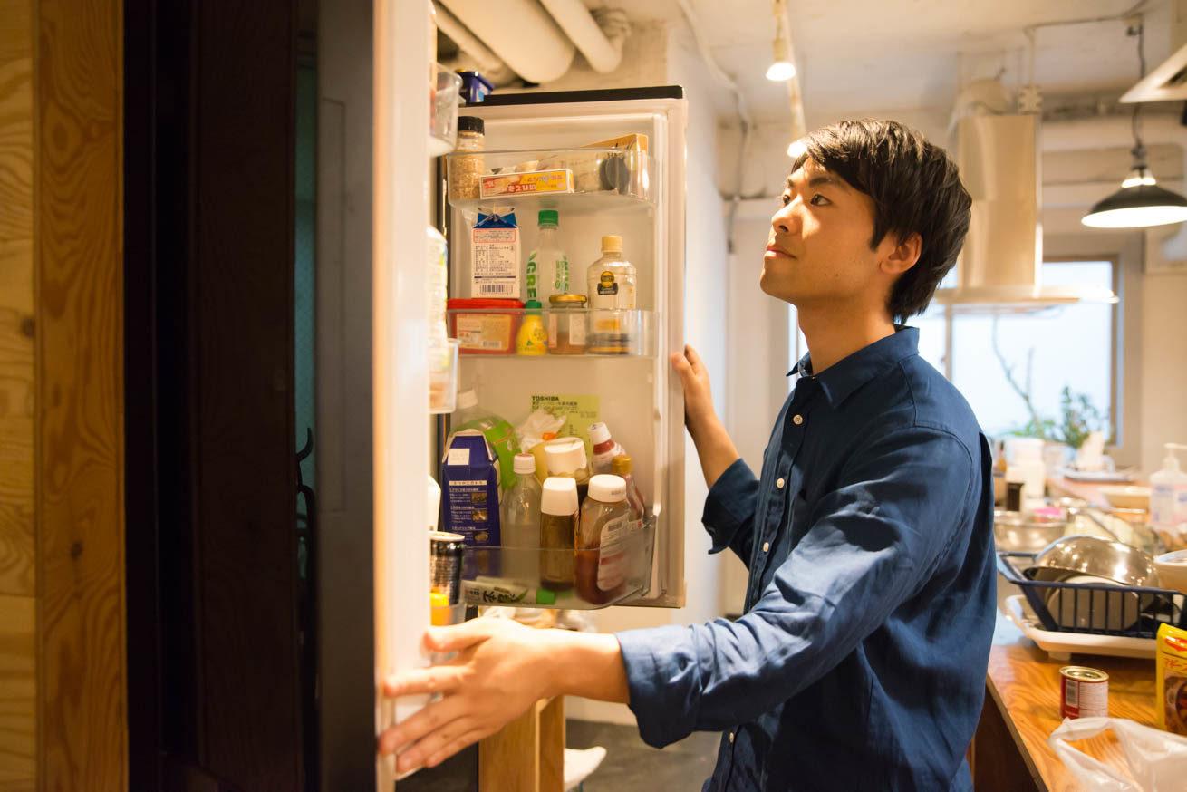 冷蔵庫の中を確認