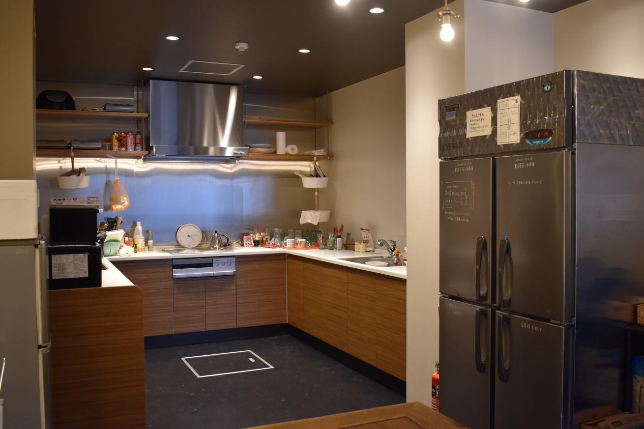いいオフィス広島のキッチンの写真