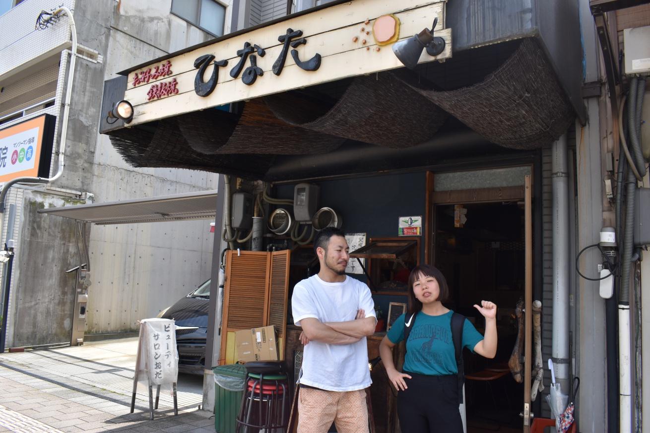 いいオフィス広島の支配人・まさしさんとお好み焼き屋「ひなた」に行く佐々木バージニアの写真