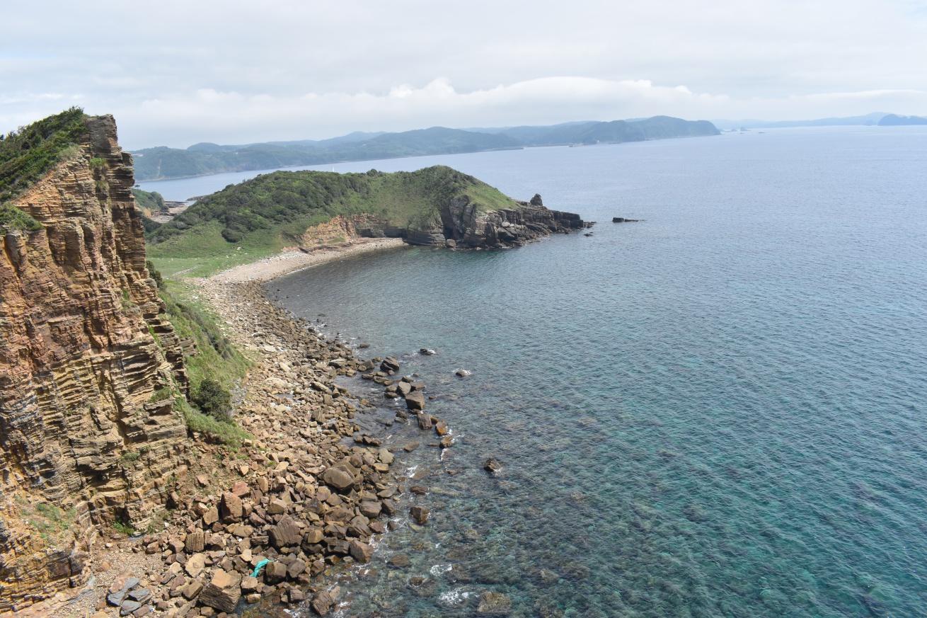 壱岐の辰の島の丘から見える海の写真