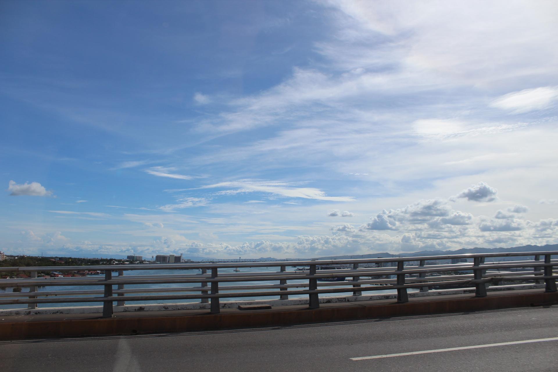 マクタン島からセブ本島へ向かう橋の上