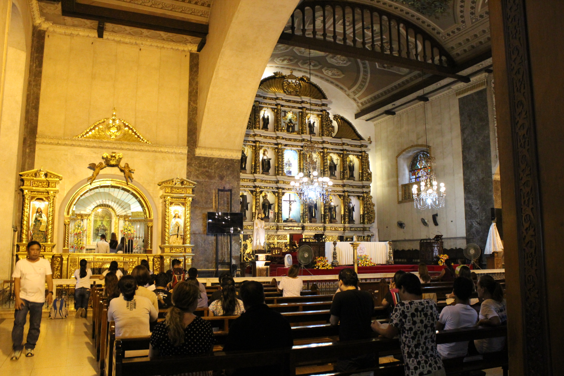 サントニーニョ教会内部の写真2
