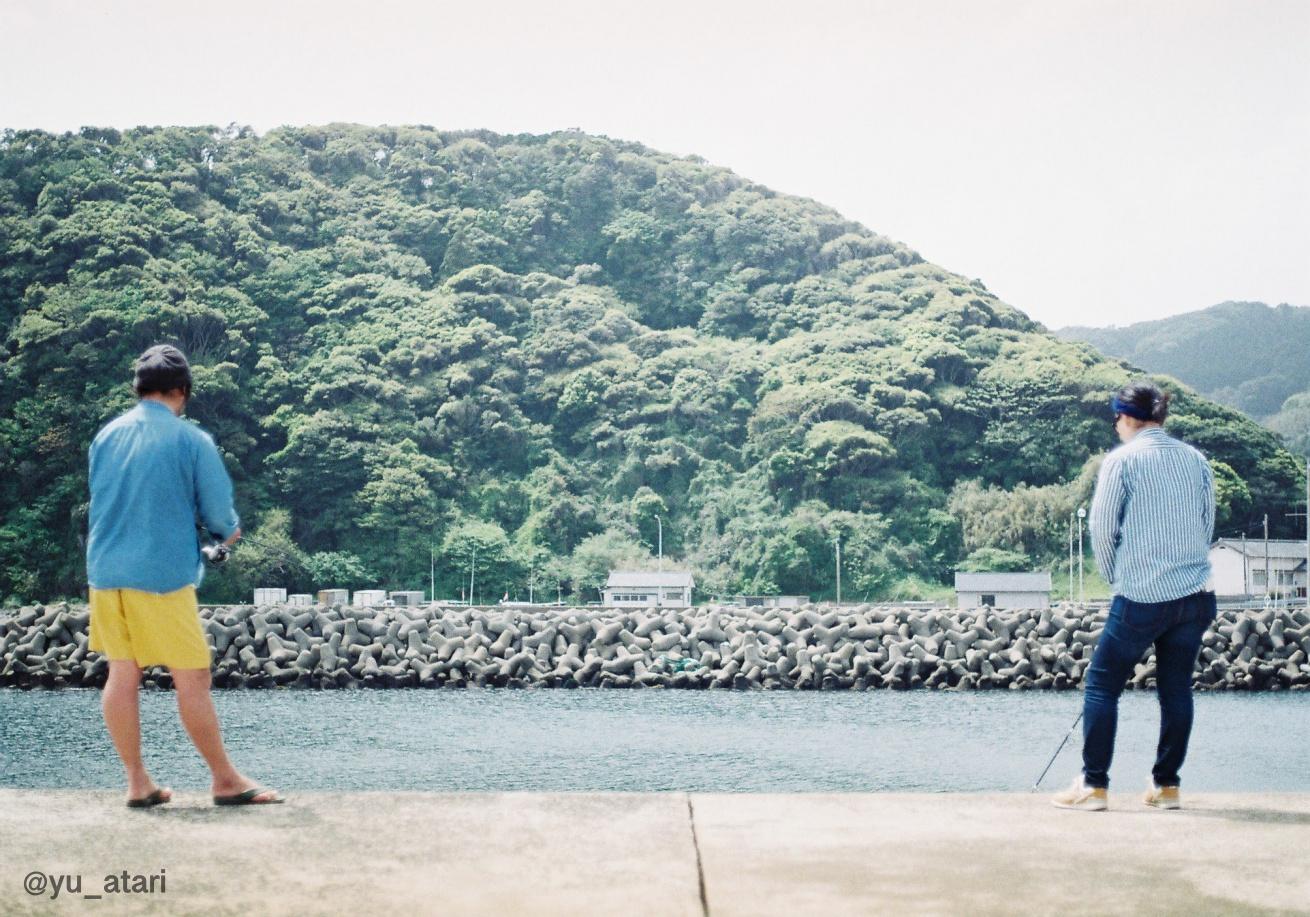 壱岐島で釣りをしている人の写真