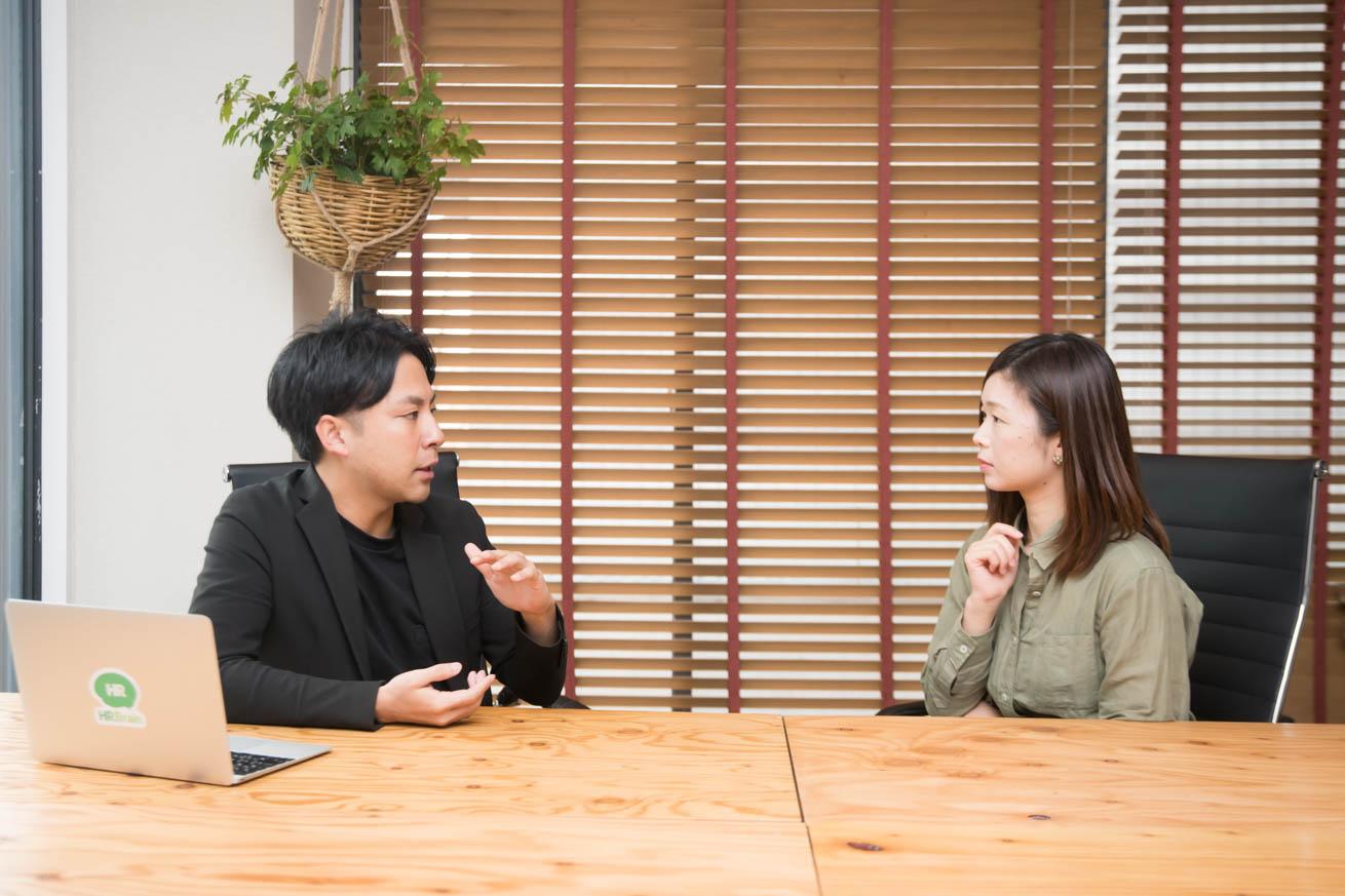 会話をする中野さんと澁谷