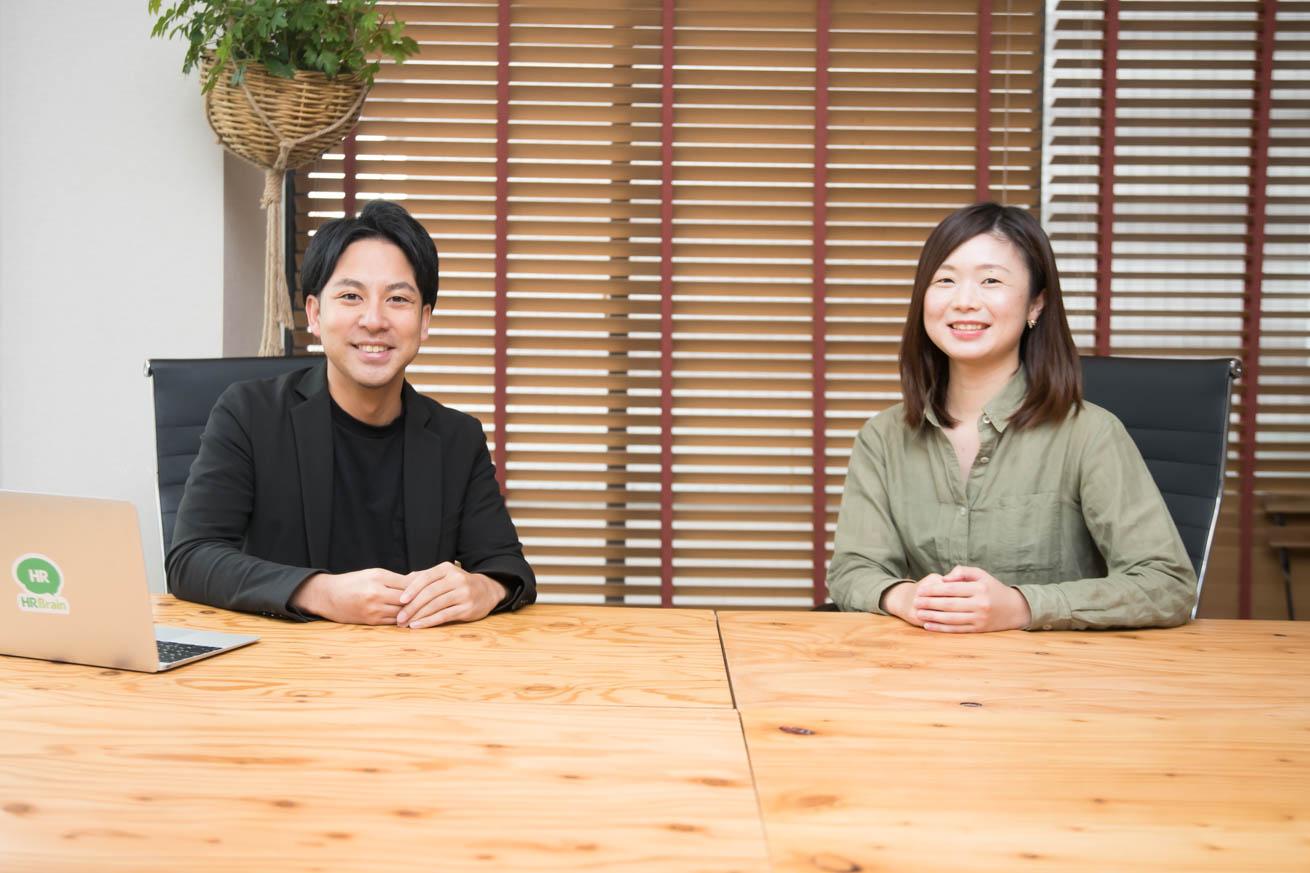 カメラに笑顔を向ける中野さんと澁谷