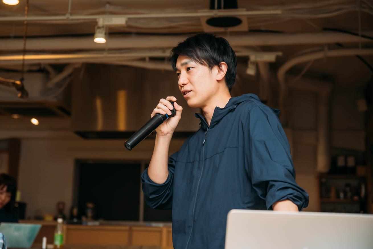 ライティング講座で話しているケイの写真