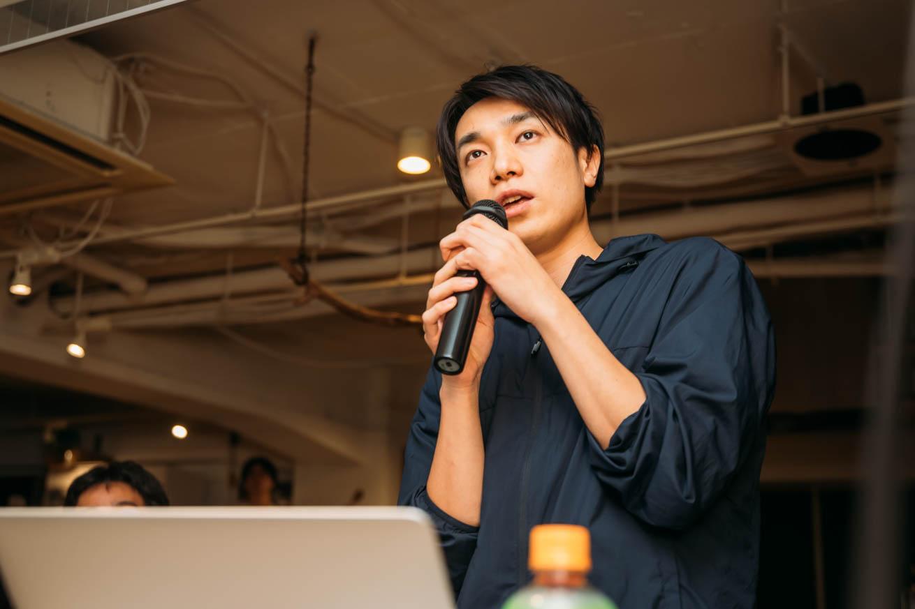 ライティング講座で話すケイの写真