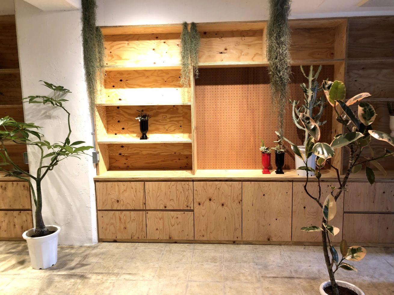 DIY以前の木目の棚の様子