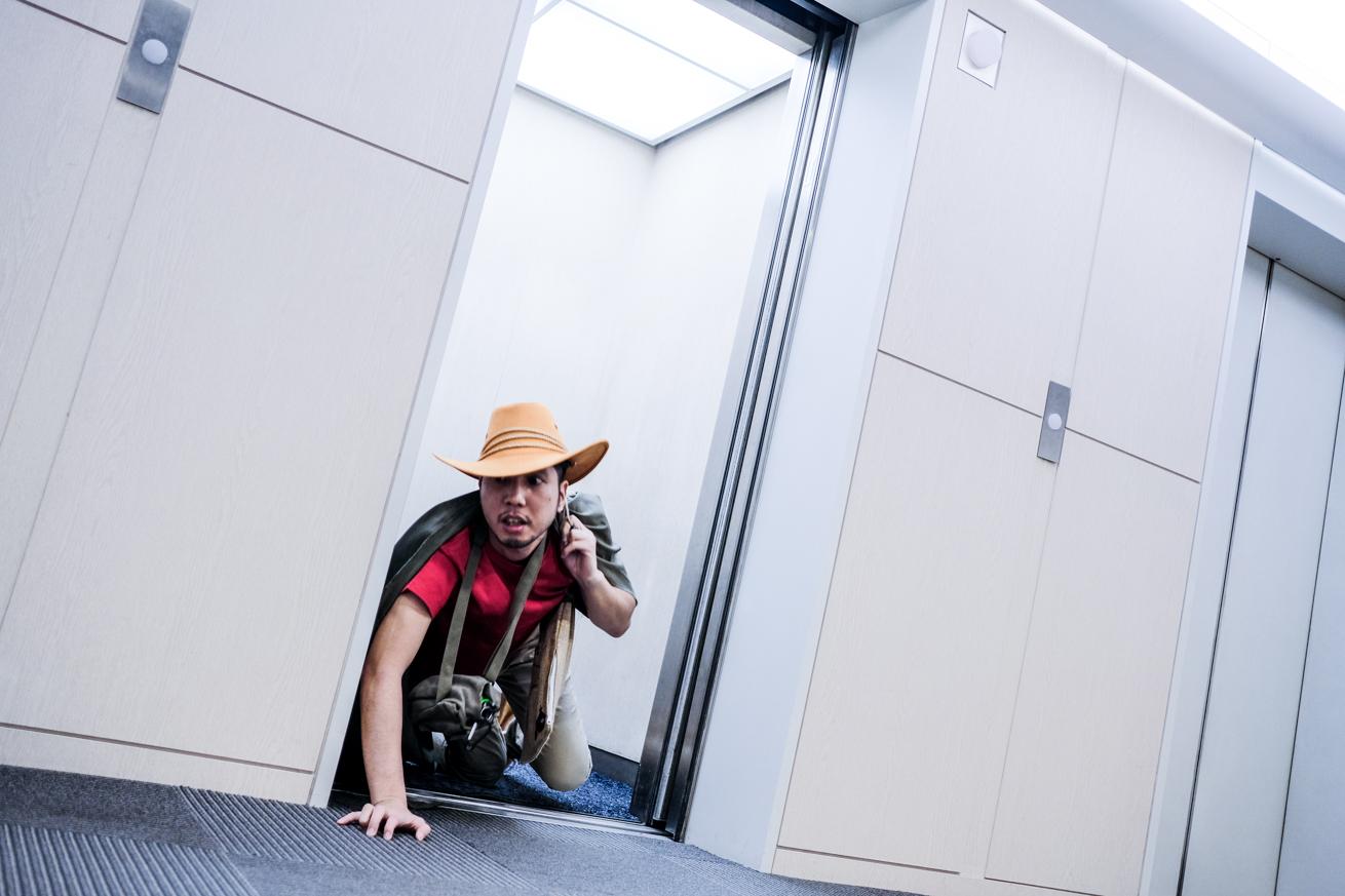 エレベーターから出てくる紳さん