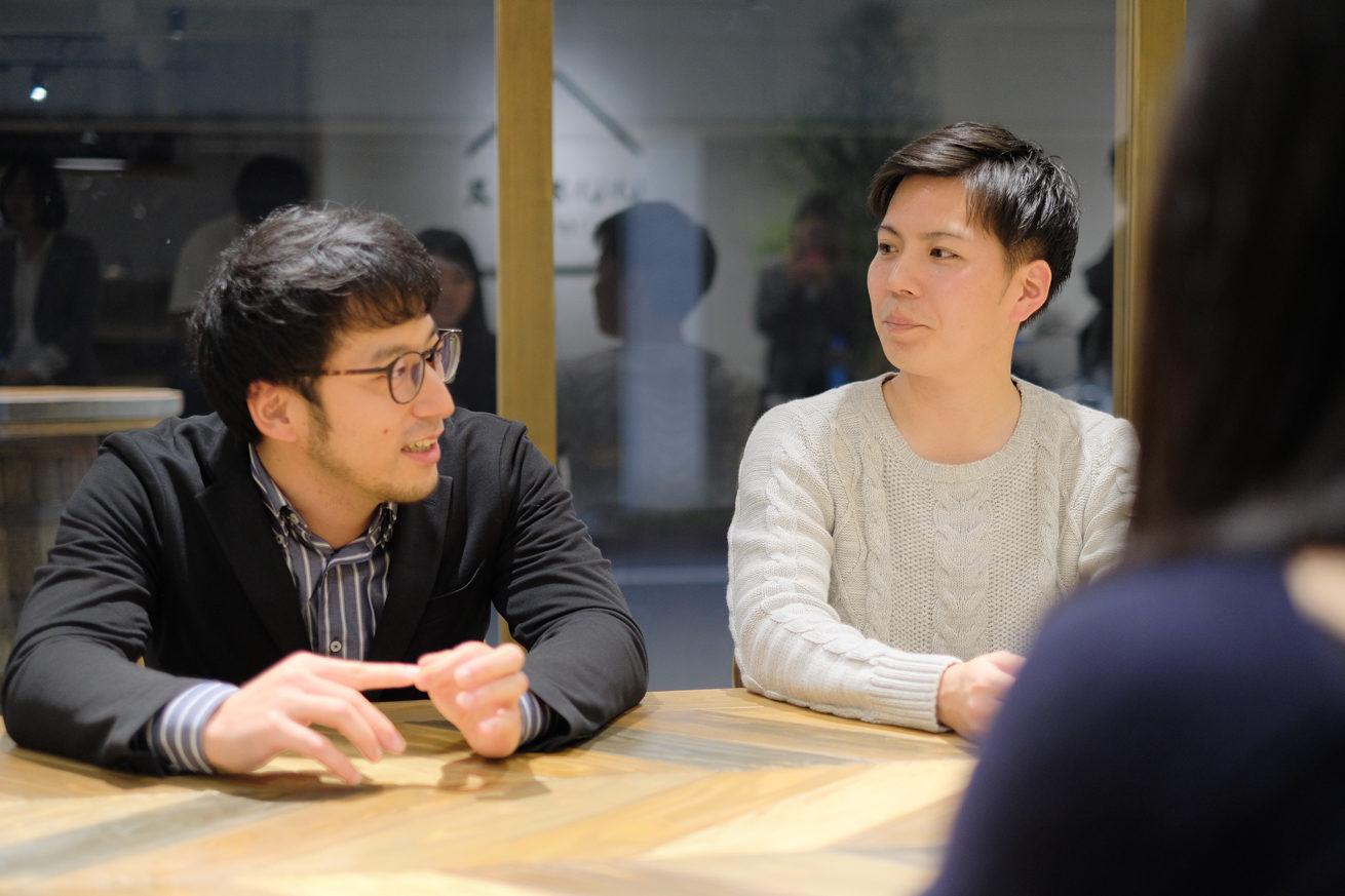 本田さんと川端さんが向き合って話している