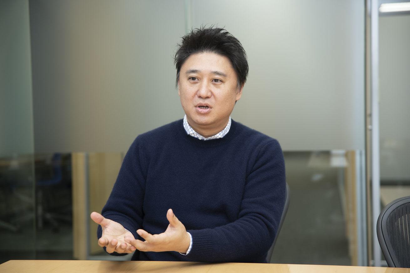 サポートサービスについてお話する中村さん