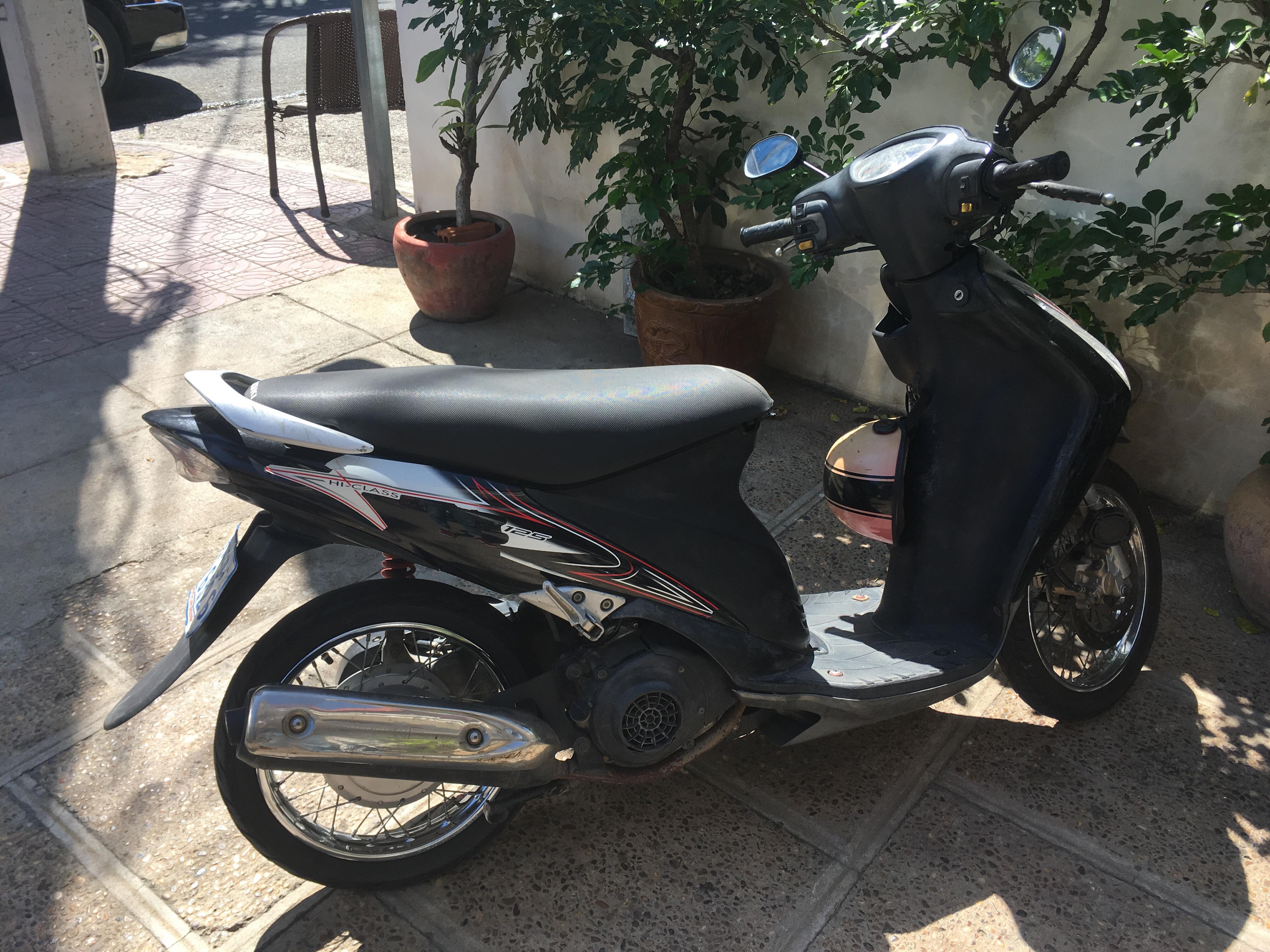 フランス人から購入した300$のバイク。