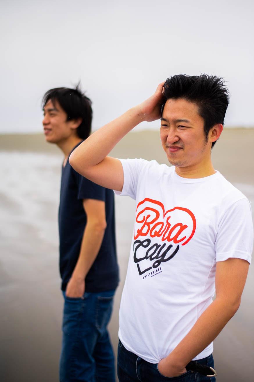 海を見ている二人(大倉さん焦点)