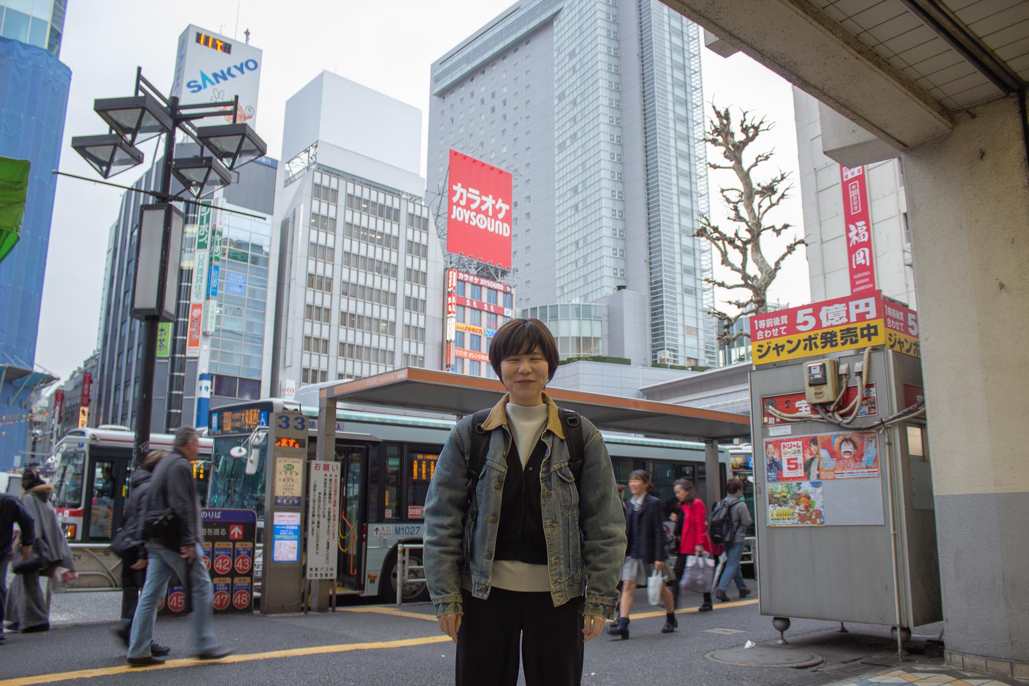 渋谷駅に降り立ったLIGディレクターのもりを