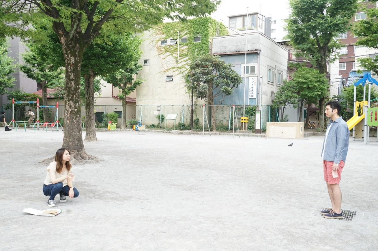 公園に佇む二人