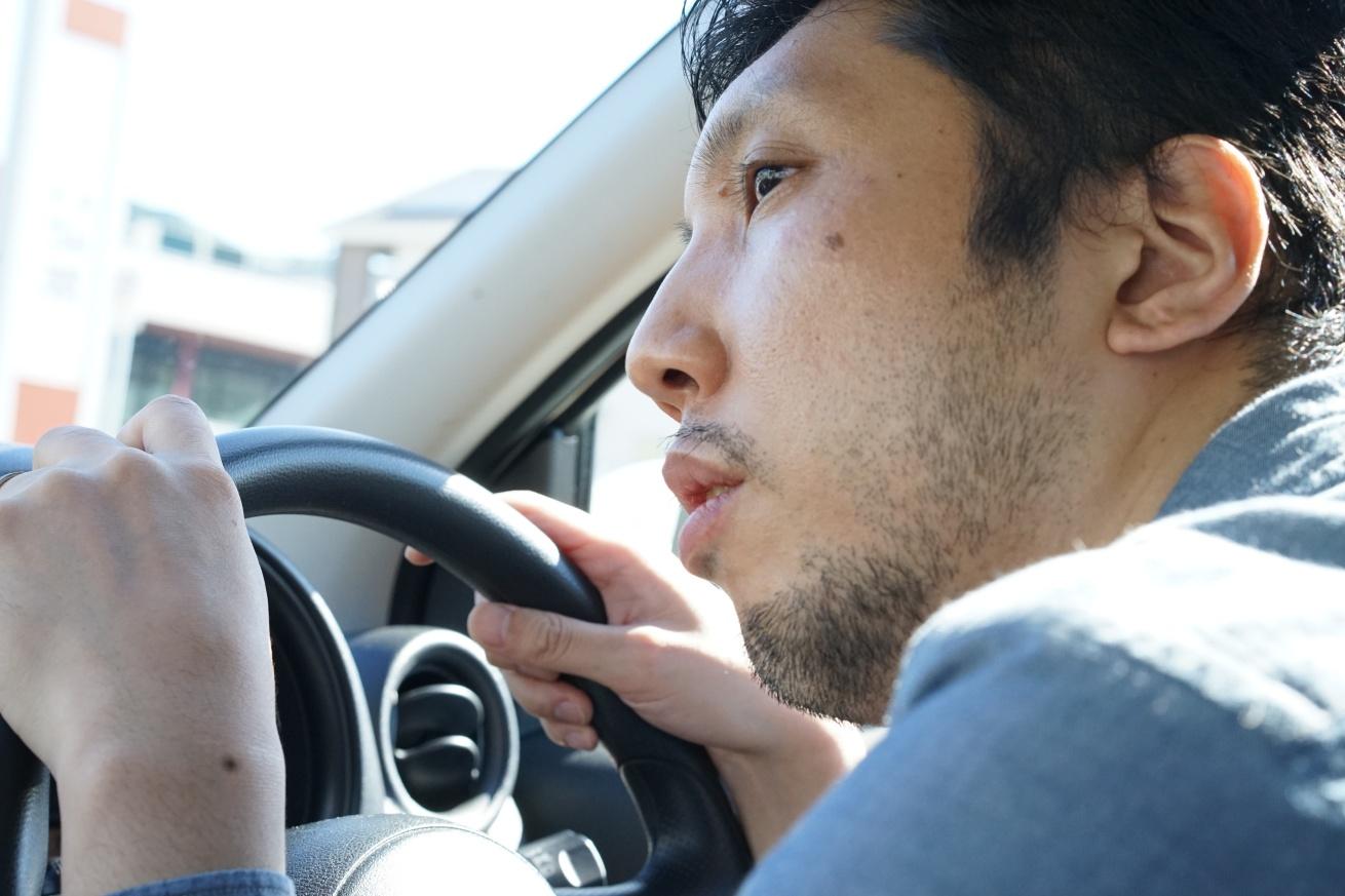 運転する紳さん