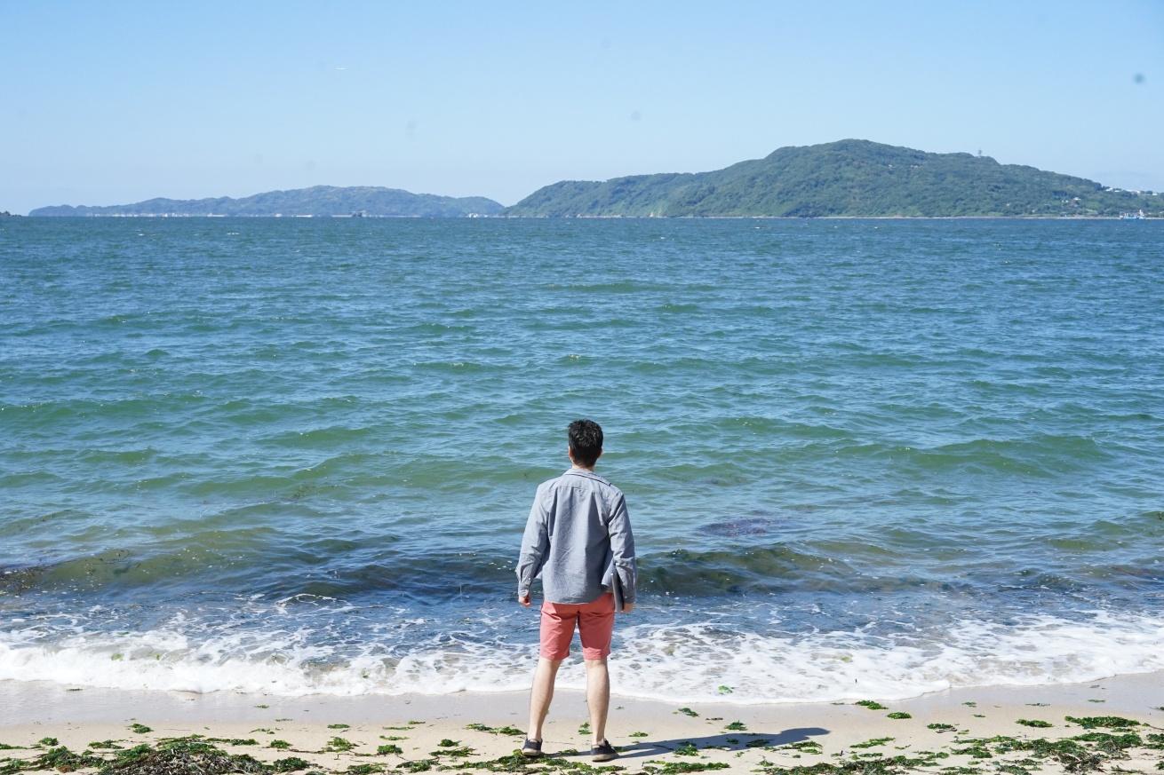 海に向かう紳さん