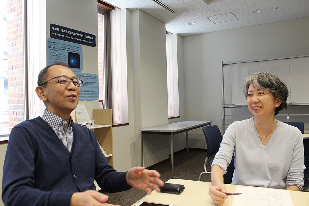 インタビューに応える三浦敦さん・鍛治恵さんのカット2