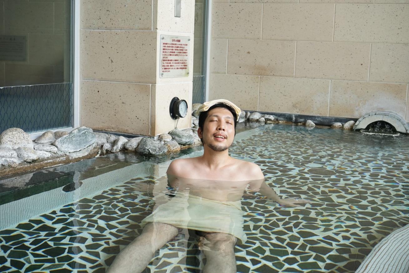 露天風呂を楽しむ紳さん