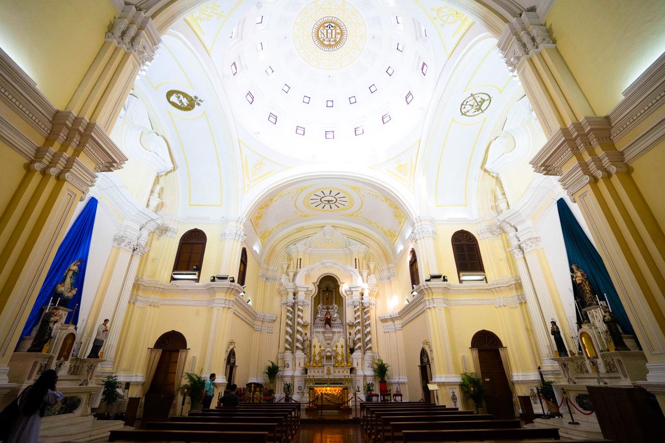 聖ヨセフ修道院の聖堂内