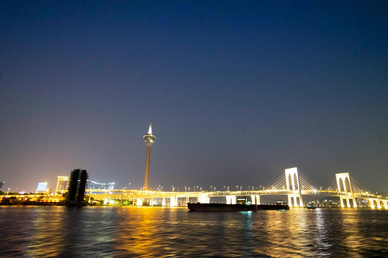 マカオタワーと橋