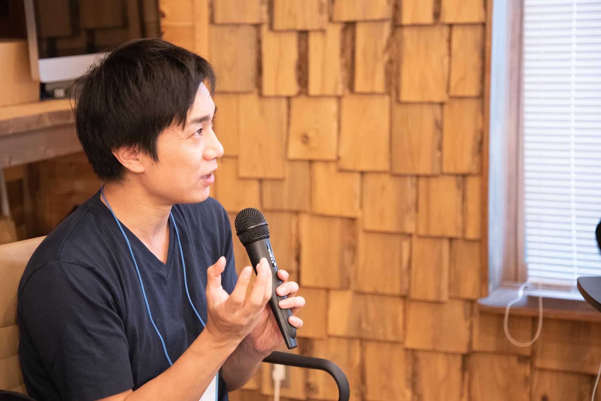 信濃町ライター養成講座で受講生にフィードバックを行うLIGエディターの中野慧(ケイ)