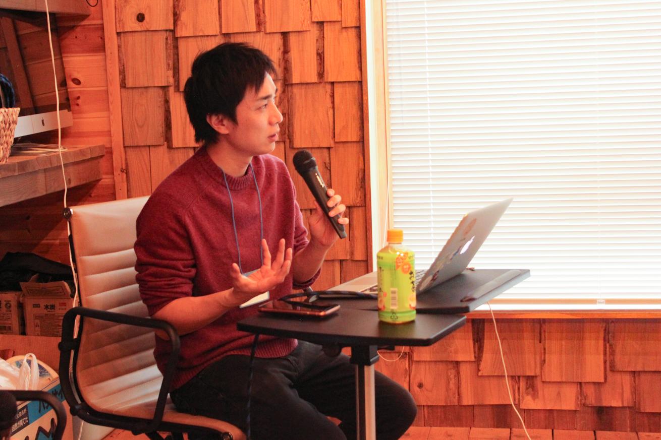 信濃町ライター講座で講義するLIGエディターのケイ