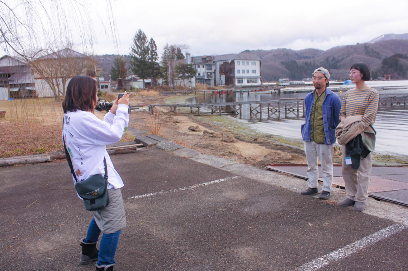 外に出て野尻湖畔で写真撮影も!