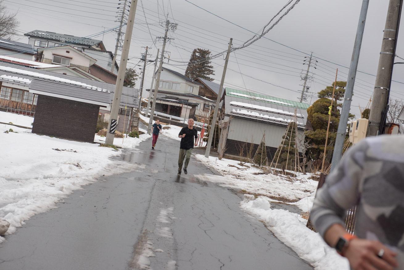 雪道を走るゴウ